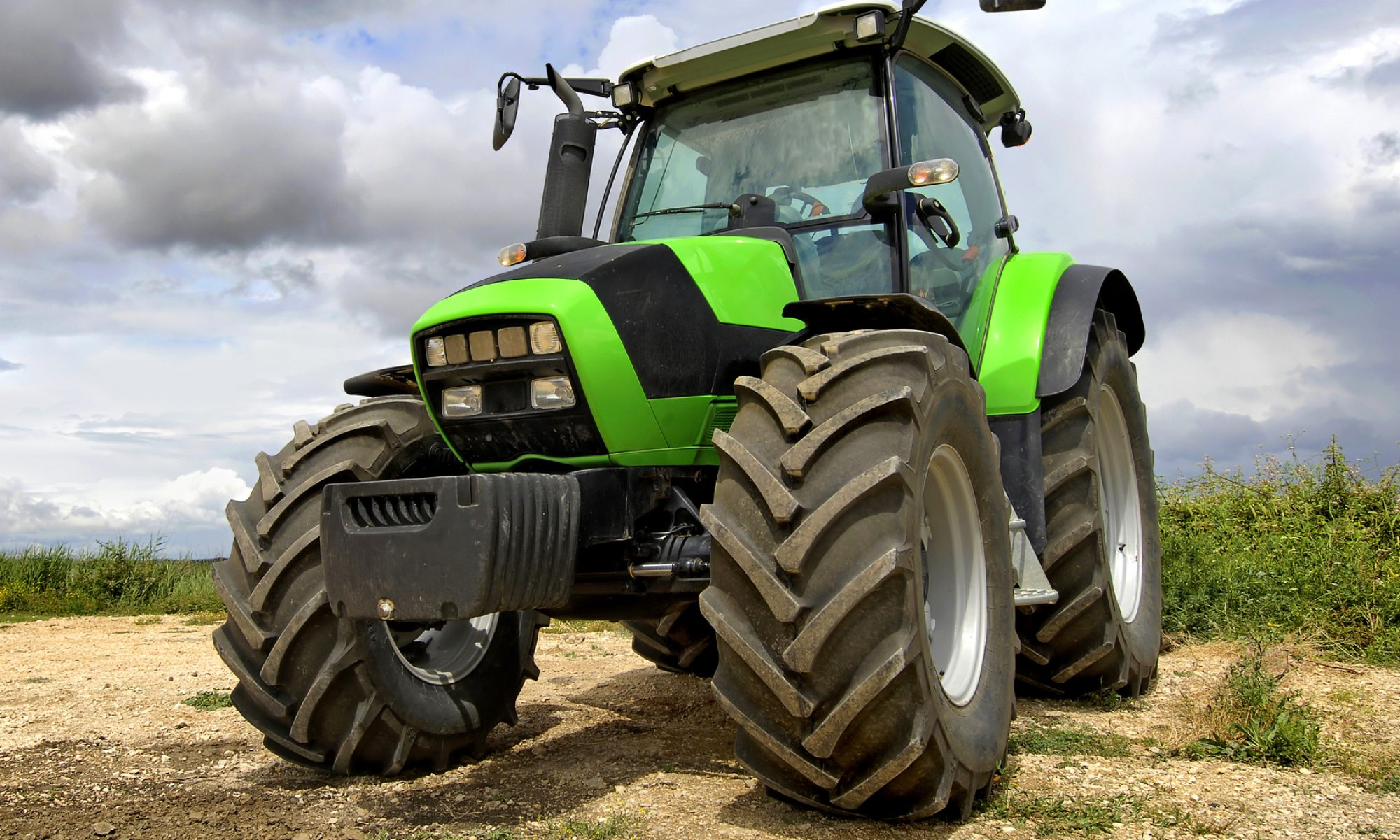 cropped-used-fendt-tractor-tyres-bg-slider.jpg